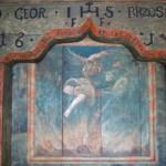 Ośli Grzbiet Napis nad drzwiami wejściowymi do kościoła